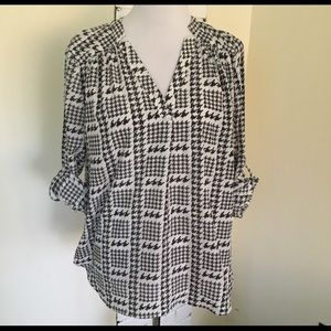 41 Hawthorn Blouse Houndstooth Roll Sleeve Top